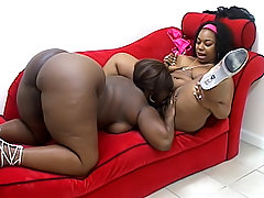 Dark BBWs lick all of each other's juices